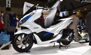 Новые скутеры Honda: гибрид «PCX Hybrid» и электро «PCX Electric»