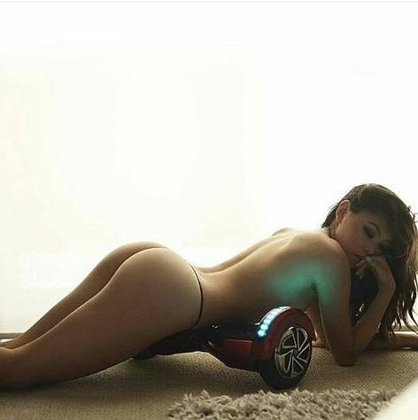красивая девушка и гироскутер
