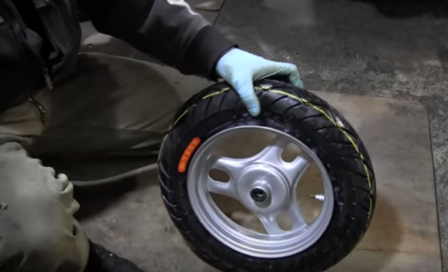 как разбортировать колеса у скутеров