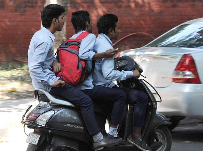 Пассажиры на скутере