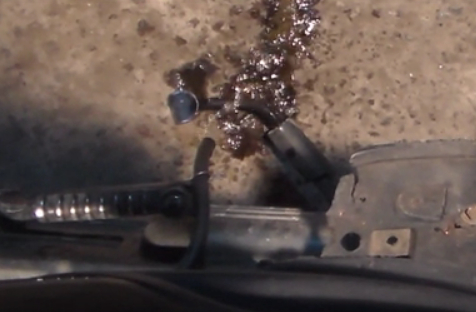 фото струйки бензина из шланга