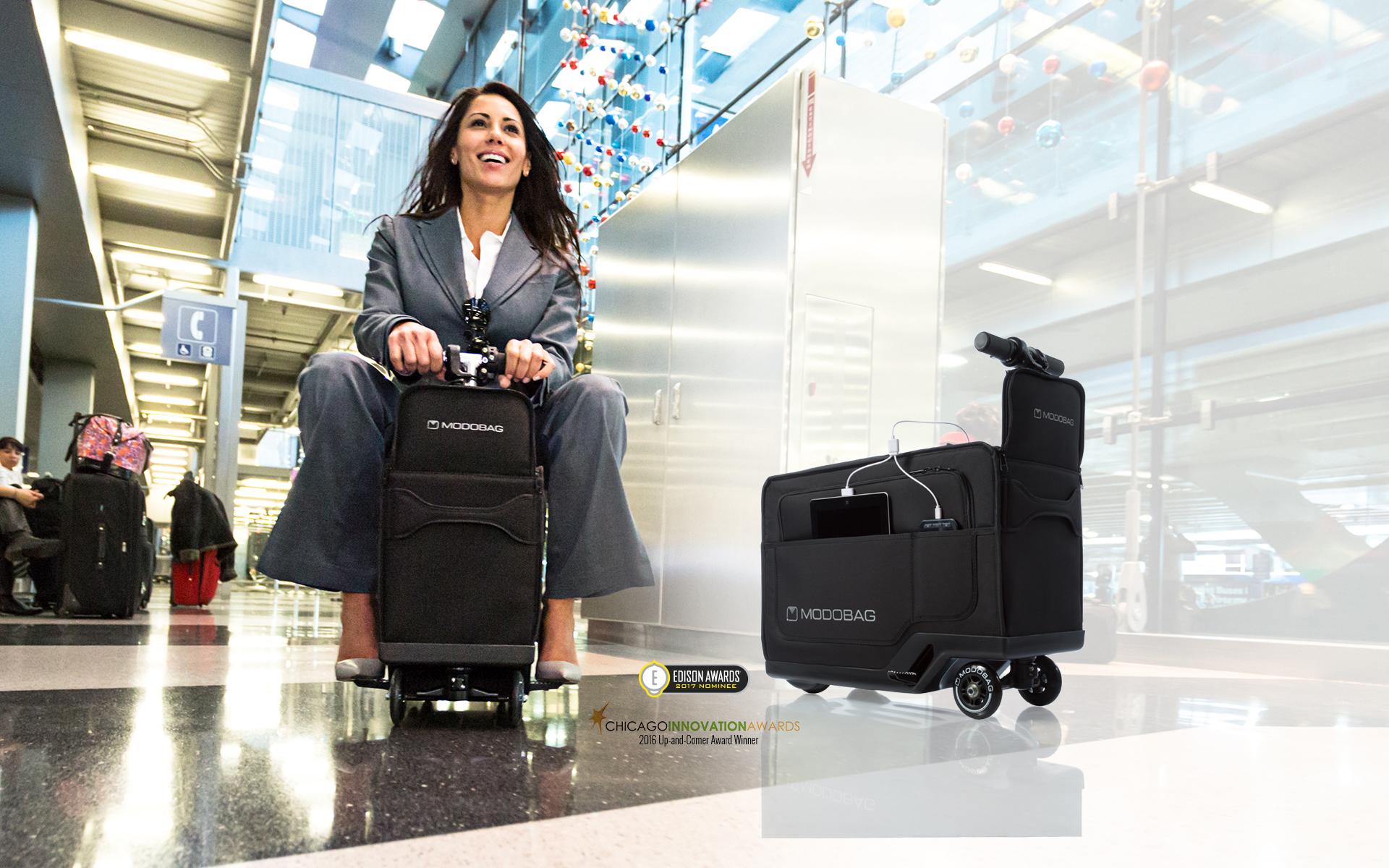 фото девушки на чемодане